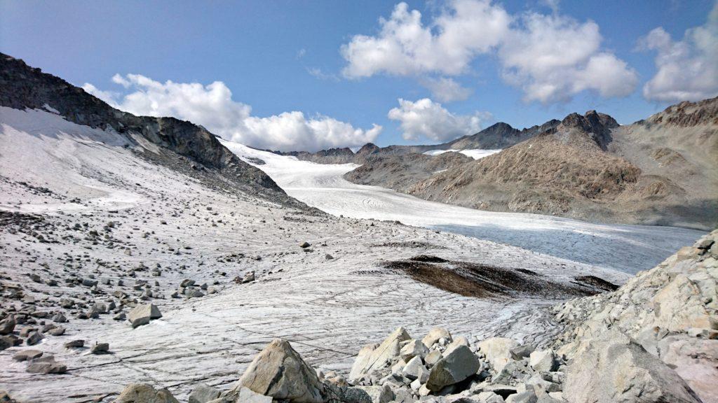 siamo ormai al Passo della Lobbia Alta, a pochi metri dal Rifugio