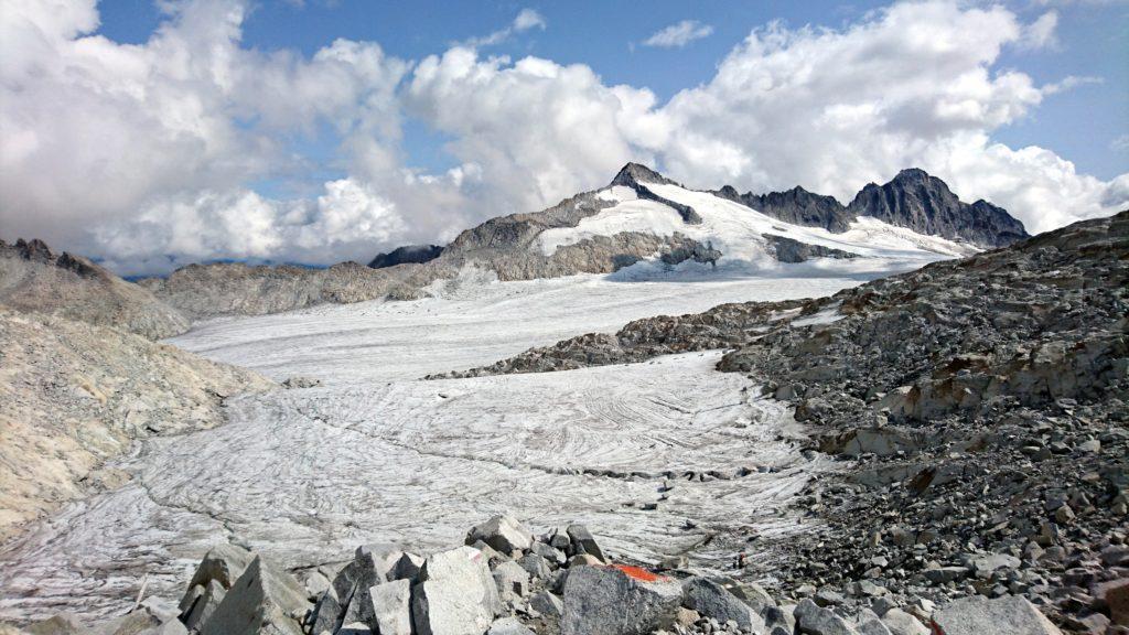 uno sguardo dal Passo della Lobbia Alta