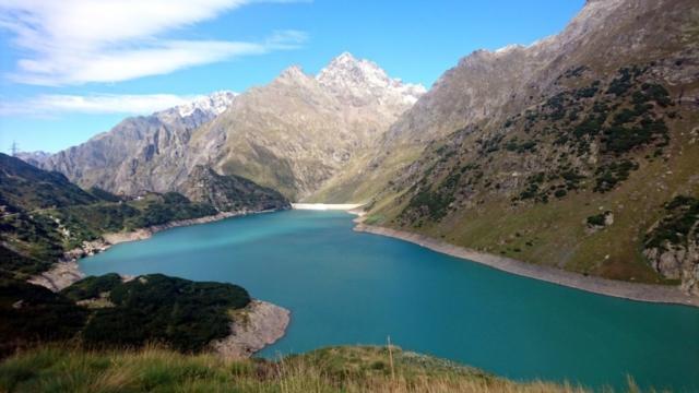 ancora il lago di Barbellino, visto però dal versante opposto e con il Pizzo Coca sullo sfondo