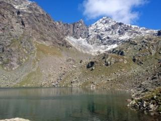 il lago della Malgina e le le cime di Caronella sullo sfondo