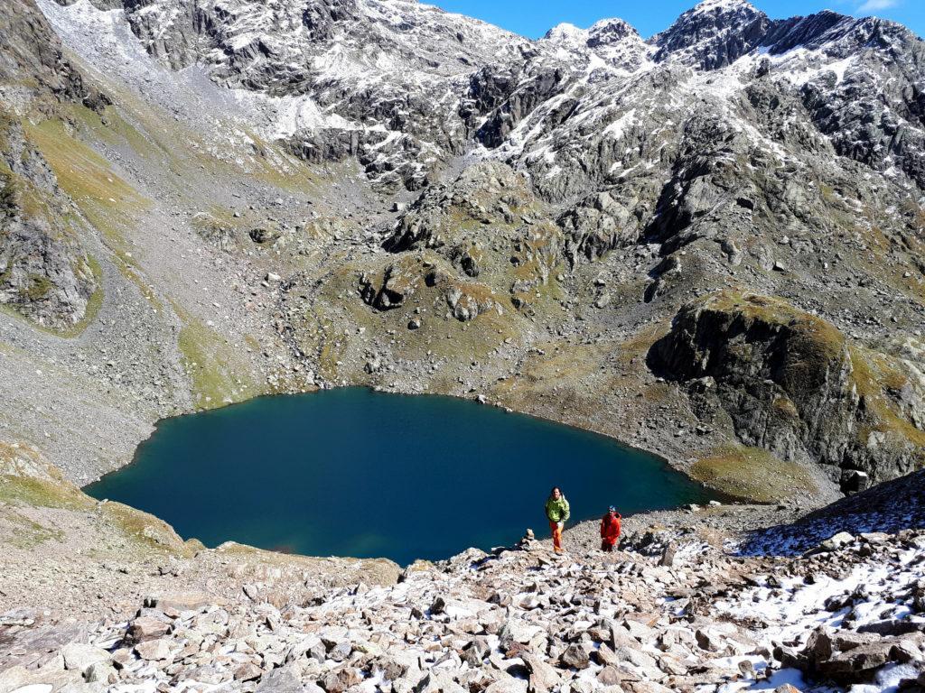 Splendida vista del lago della Malgina lungo la salita versos il passo