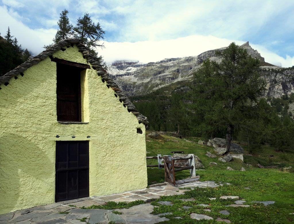 prime casette dell'Alpe Veglia (la parabola c'è anche qui, ma abbiamo preferito tagliarla!)