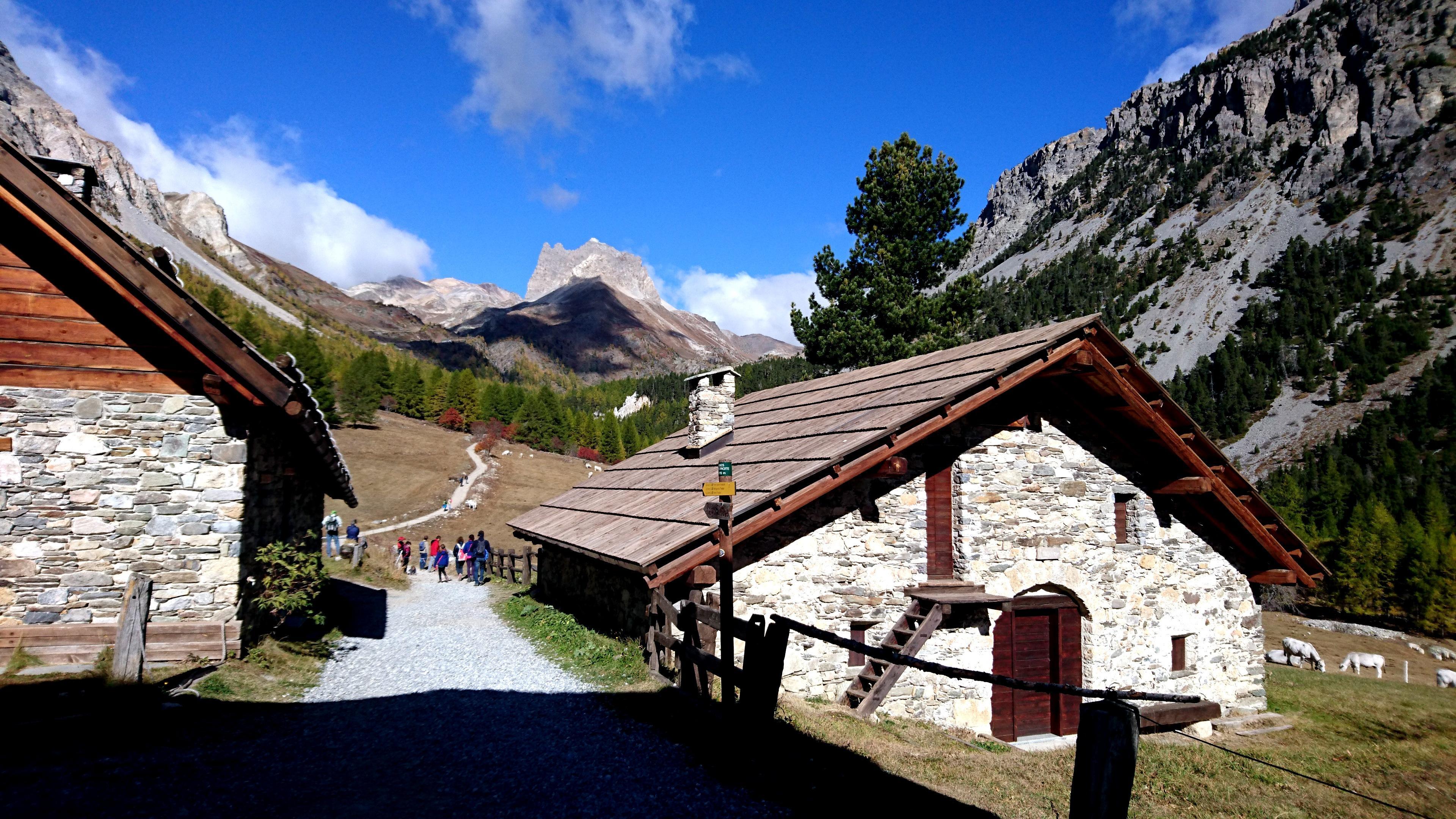 Ci addentriamo in valle Stretta e andremo a fare due passi fino al lago Verde, breve passeggiata per gustare gli scorci di questa splendida valle