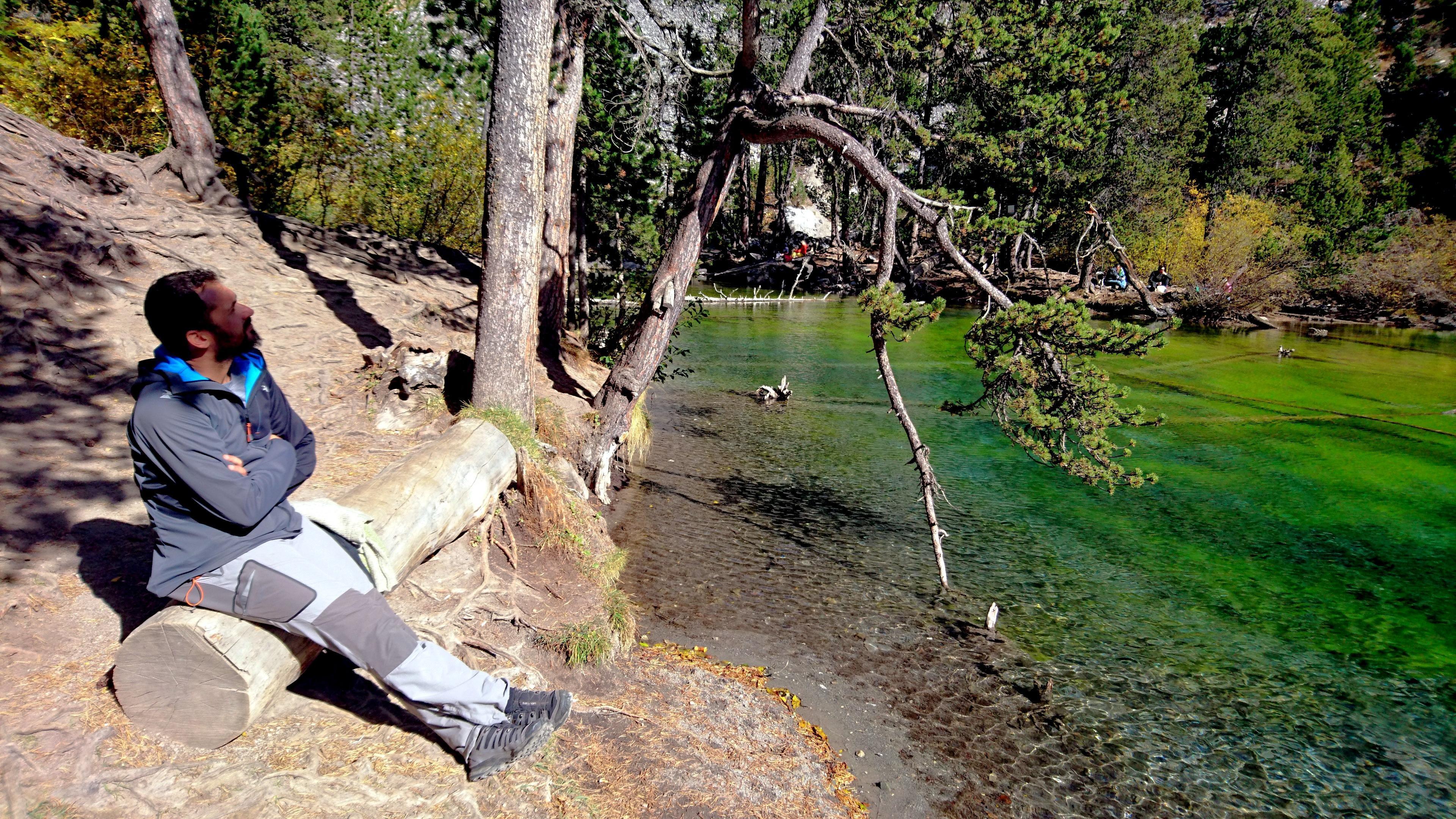 il Niggah si gusta i magnifici colori del lago Verde