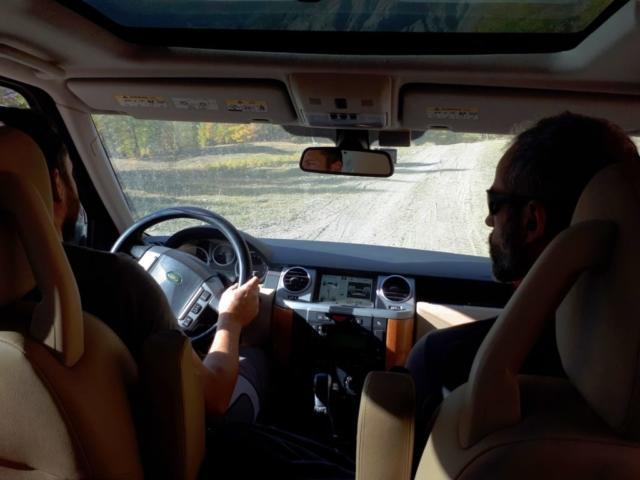 Samu che conosce la zona, indica al Niggah la strada da percorrere. Detto questo, nessuno si aspettava una via offroad così impegnativa