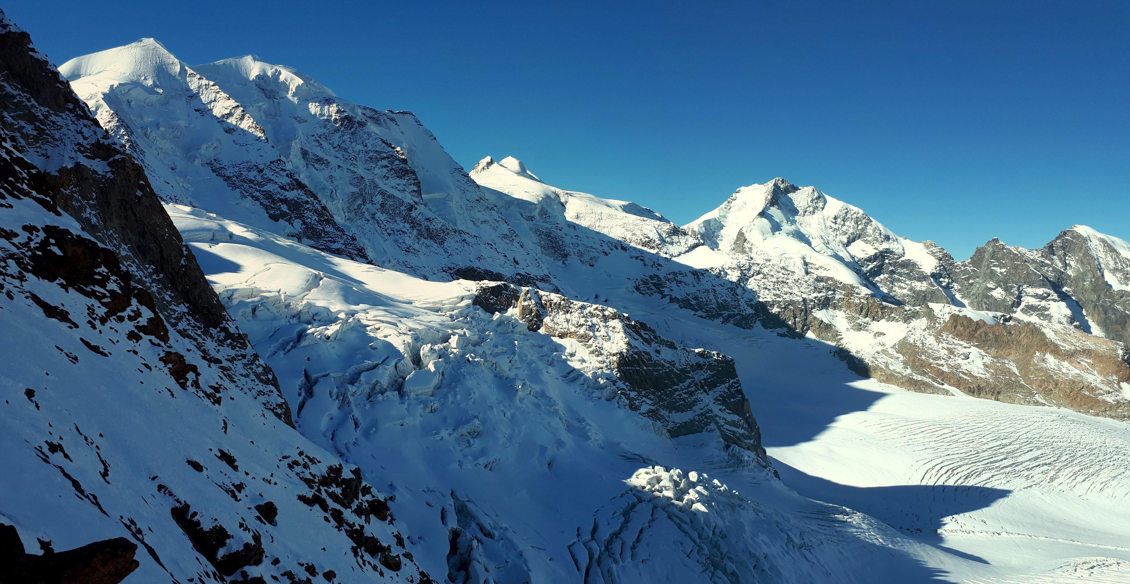 il piz Palù a sinistra e il Bernina a destra