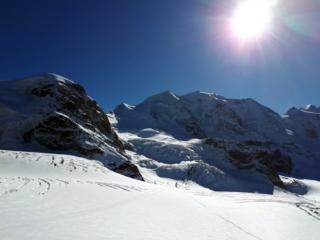 ripresa la linea dell'andata, si discende per neve e roccette fino a tornare sulla vedretta. Ultimo saluto alla nostra cima e a questo magico luogo