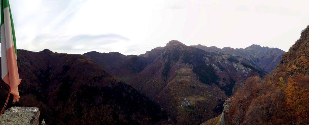 Panorama un po' buio (ormai era tardino) dalla cima guardando verso nord
