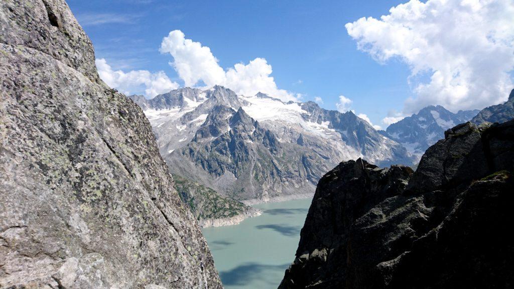 Vista verso il lago dalla parete della Fiamma