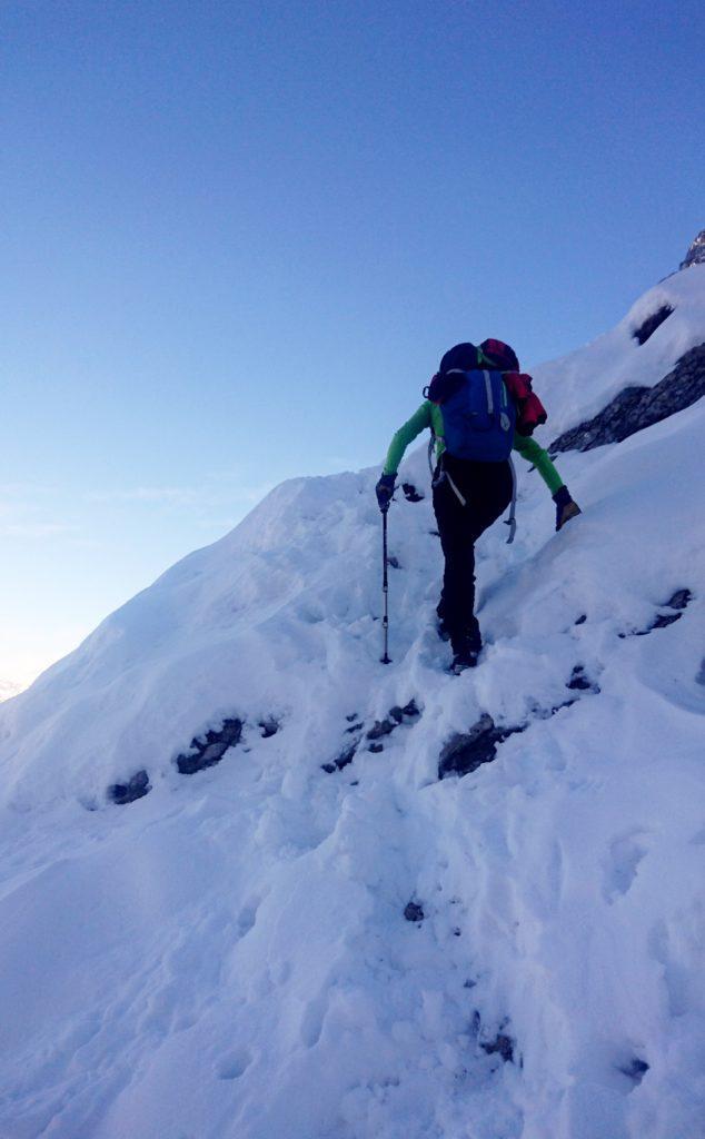 si continua a salire su una neve abbastanza buona per camminare anche senza ramponi