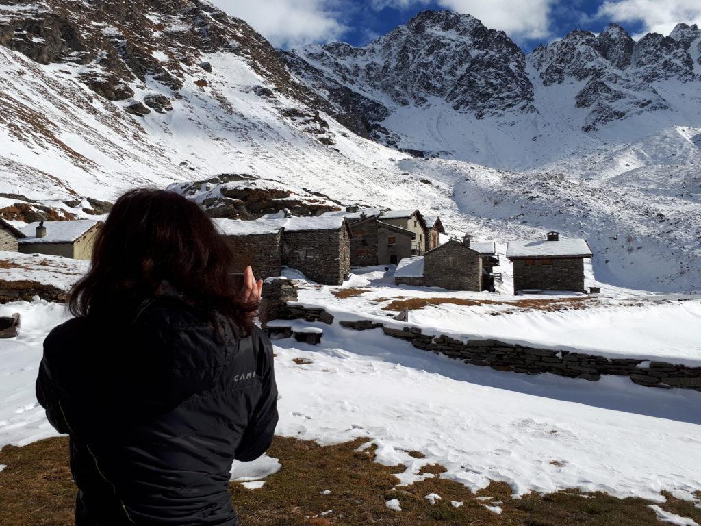 la Silvietta inquadra gli scorci del villaggio alpino attorno al rifugio Chiavenna
