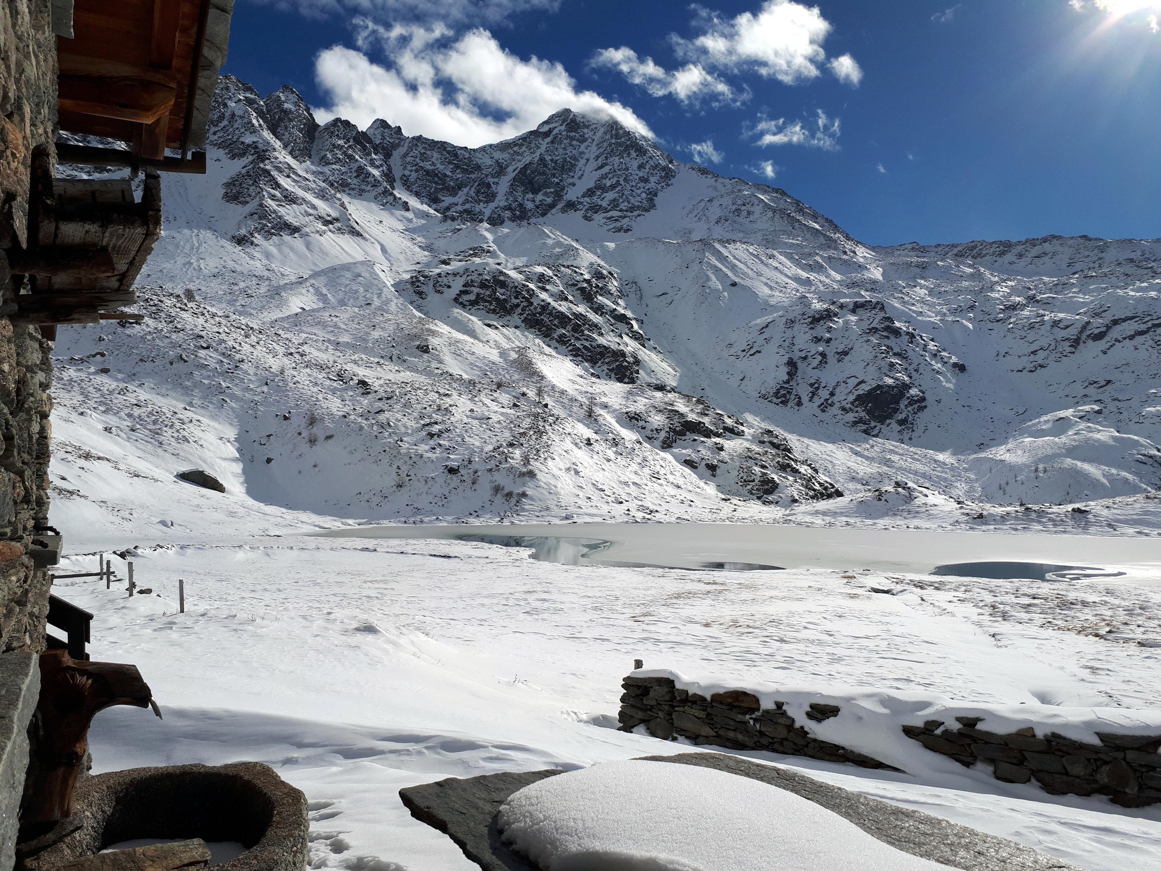 altra vista del Pizzo Stella con il suo bel lago ormai quasi del tutto ghiacciato