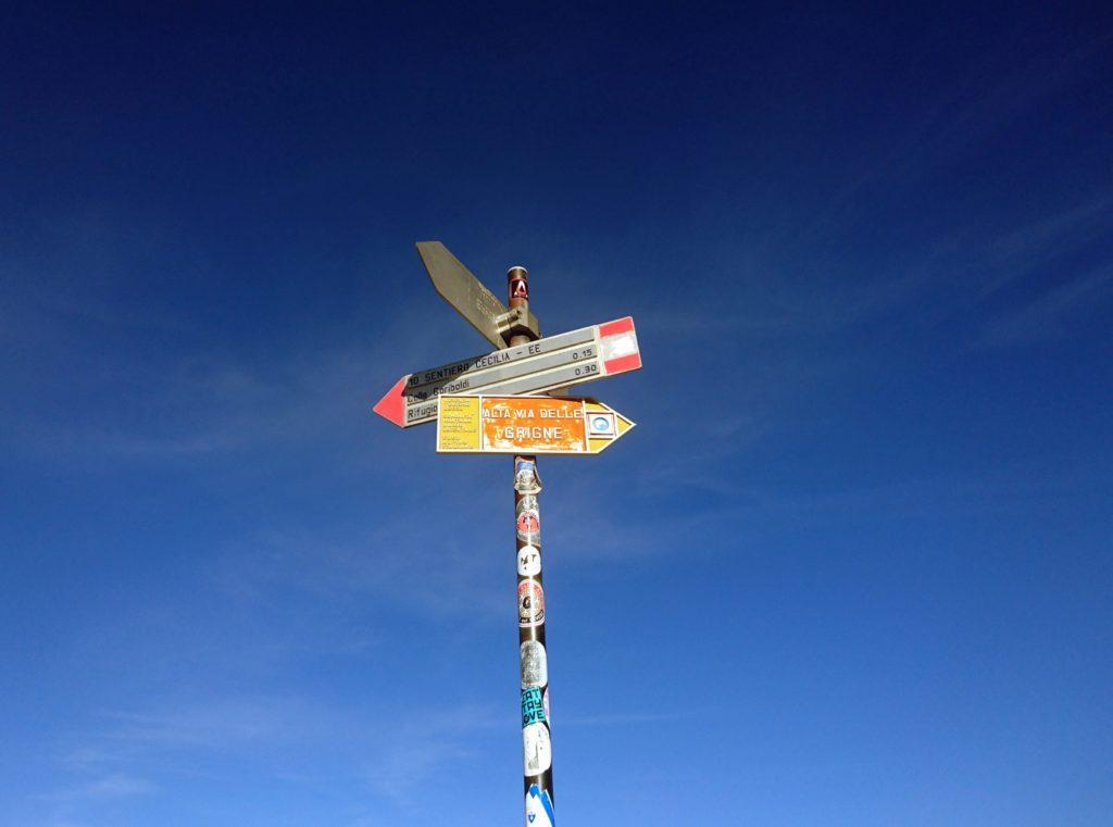 sul Colle Valsecchi: seguire per qualche metro verso l'Alta Via delle Grigne per raggiungere l'attacco della Cresta Segantini