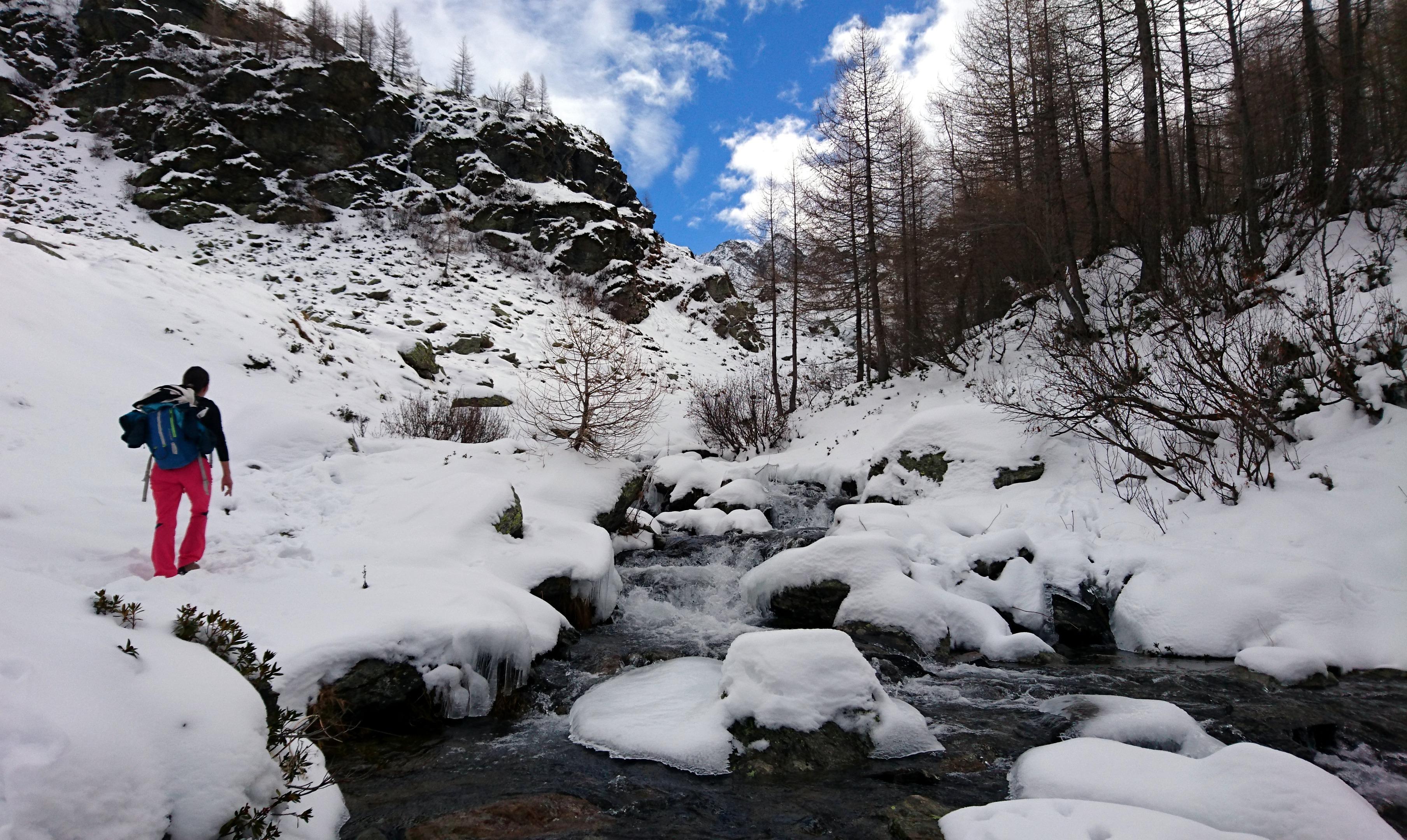 Nella parte alta la neve inizia ad essere un po' più presente regalando scorci molto belli