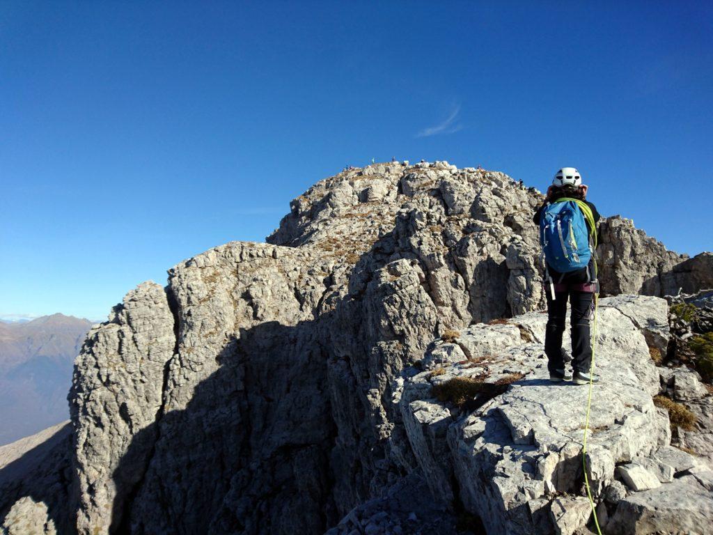 siamo al punto in cui traguardiamo l'anticima e la cima della Grignetta e.... c'è un casino pazzesco!