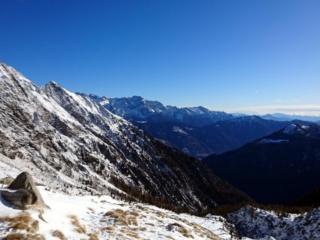 Vista verso la valle da cui siamo risaliti. Sullo sfondo al centro il Brenta