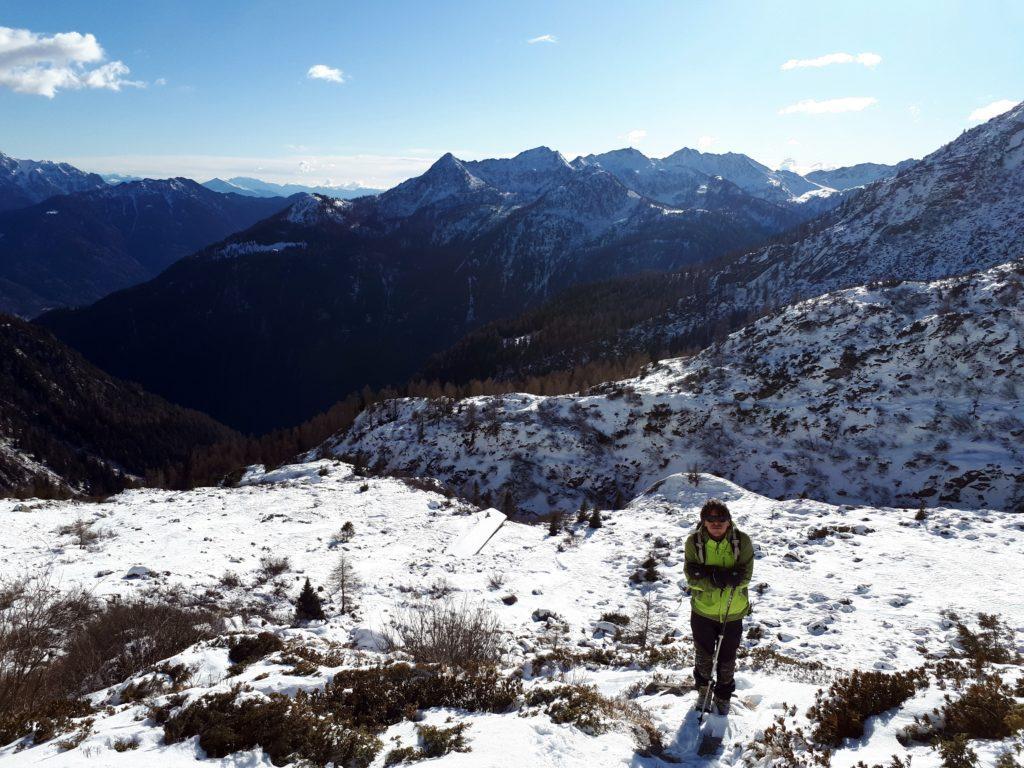 Visto il vento e il freddo polare, dopo qualche minuto al bivacco ci rituffiamo verso valle il più velocemente possibile