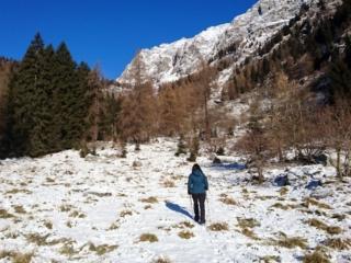 Da qui in poi la neve renderà il terreno a tratti scivoloso, formando una pellicolina viscida sulle rocce