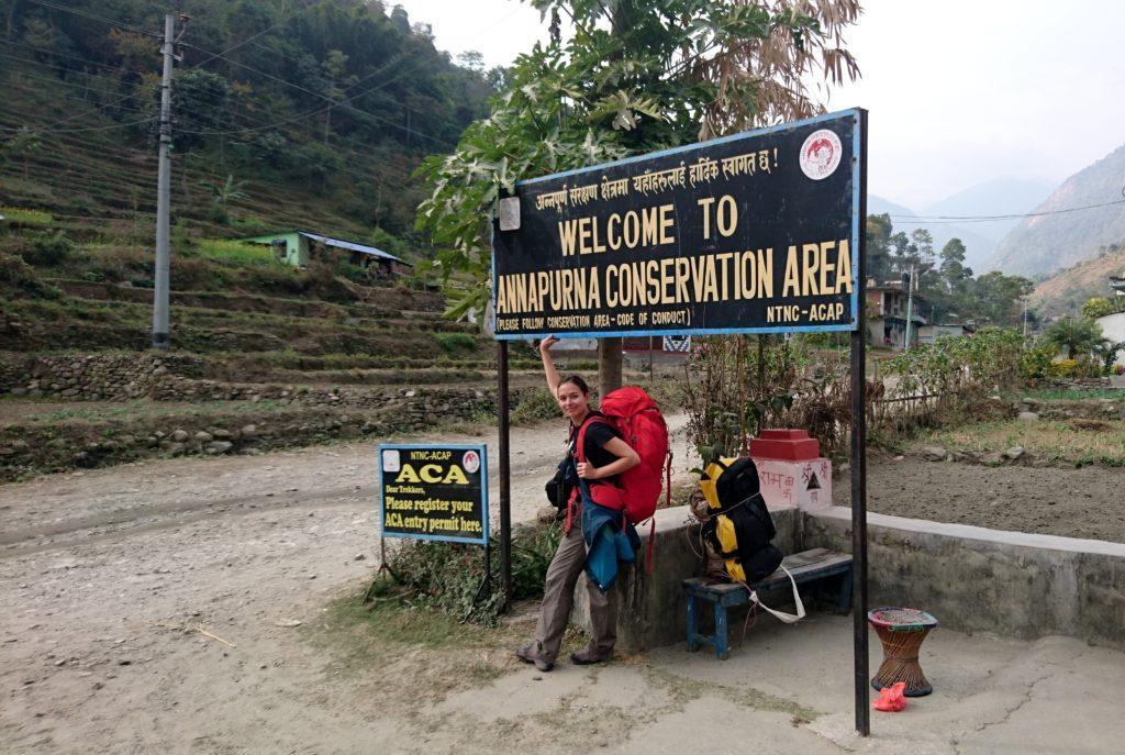 Inizia il nostro trekking! Poco dopo Besisahar si incrocia subito il primo checkpoint dove dovremo farci timbrare i nostri permessi