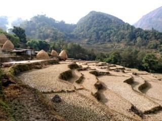 bella vista dei terrazzamenti e dei pagliai a nord di Bahundanda