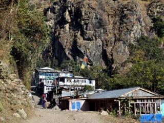 da questo paesino ci staccheremo dalla strada portandoci sul versante opposto della valle