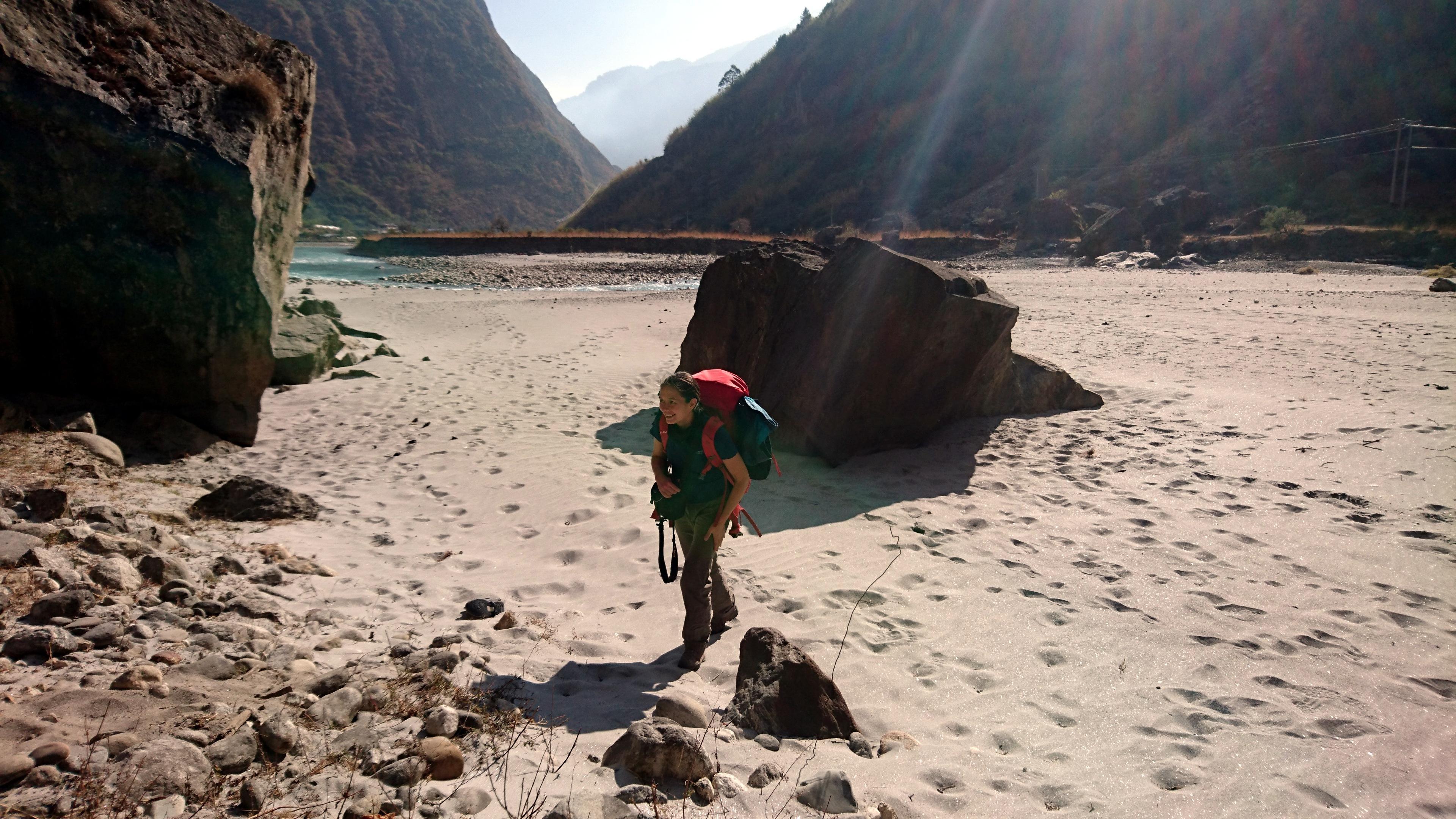 prima di abbandonare la valle, quattro passi sulla spiaggia per tastarne la consistenza