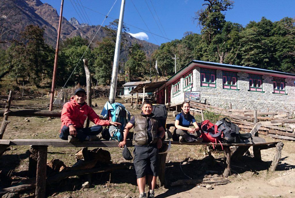 al termine della salita riposiamo una decina di minuti vicino al borgo di Timang