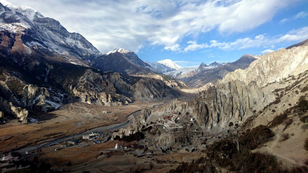 Braga e la valle che prosegue verso il Tibet, a nord