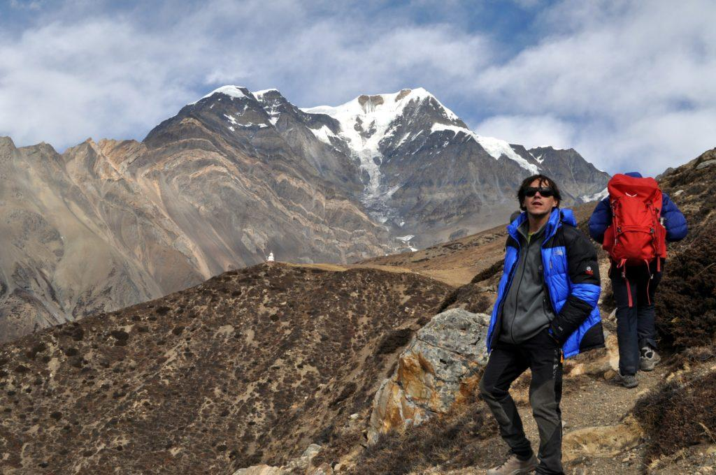 possiamo ammirare i ghiacciai dell'Annapurna Range, sull'altro versante, quasi alla stessa loro quota