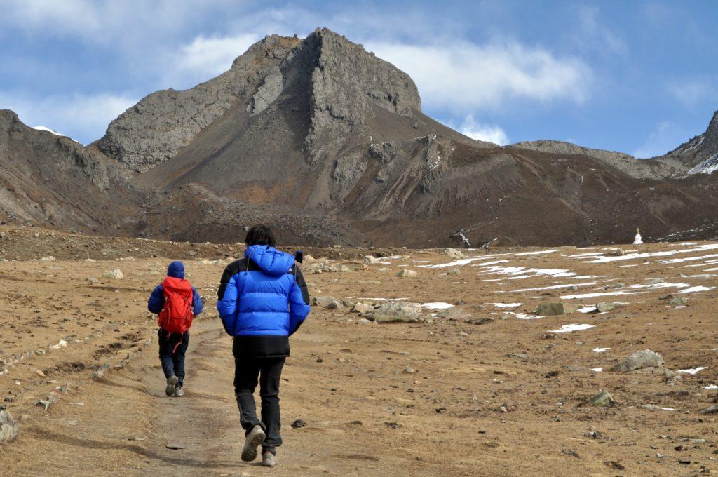arriviamo sull'altopiano antecedente l'Ice Lake, un deserto spazzato dal vento