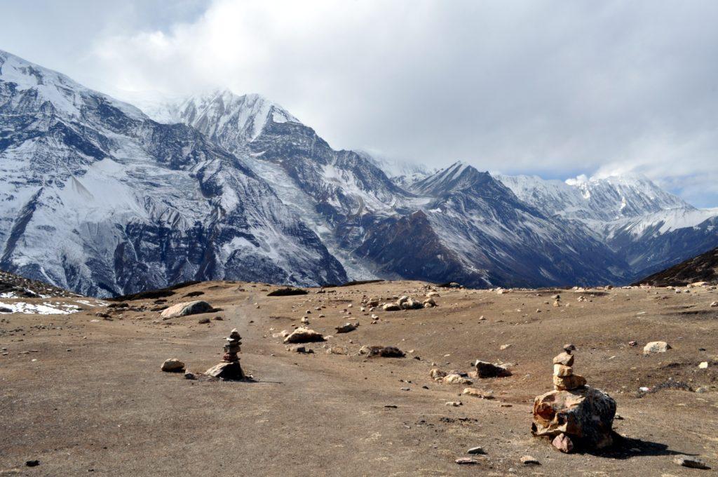 la vista eccezionale che si ha sul Gangapurna e le montagne intorno dall'Ice Lake