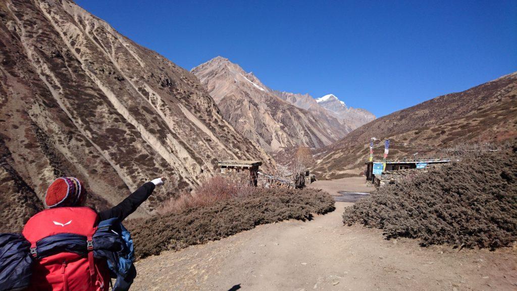 la valle sembra corta... ma non lo è affatto: l'anfiteatro delle montagne è ancora lontano!