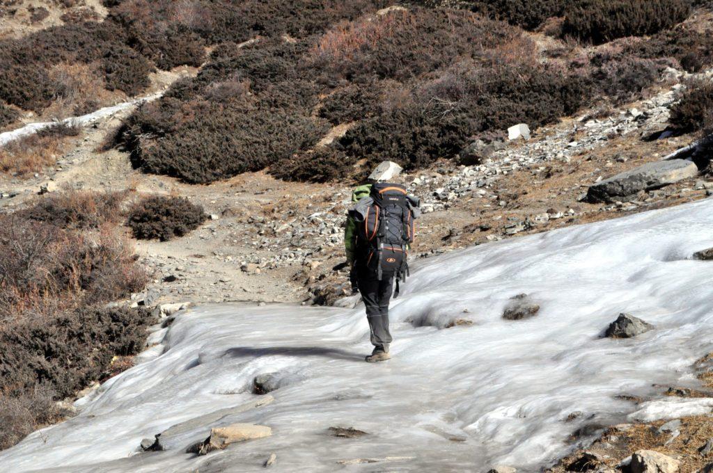 ghiaccio vivo: Gabriele ci cammina sopra come nulla fosse