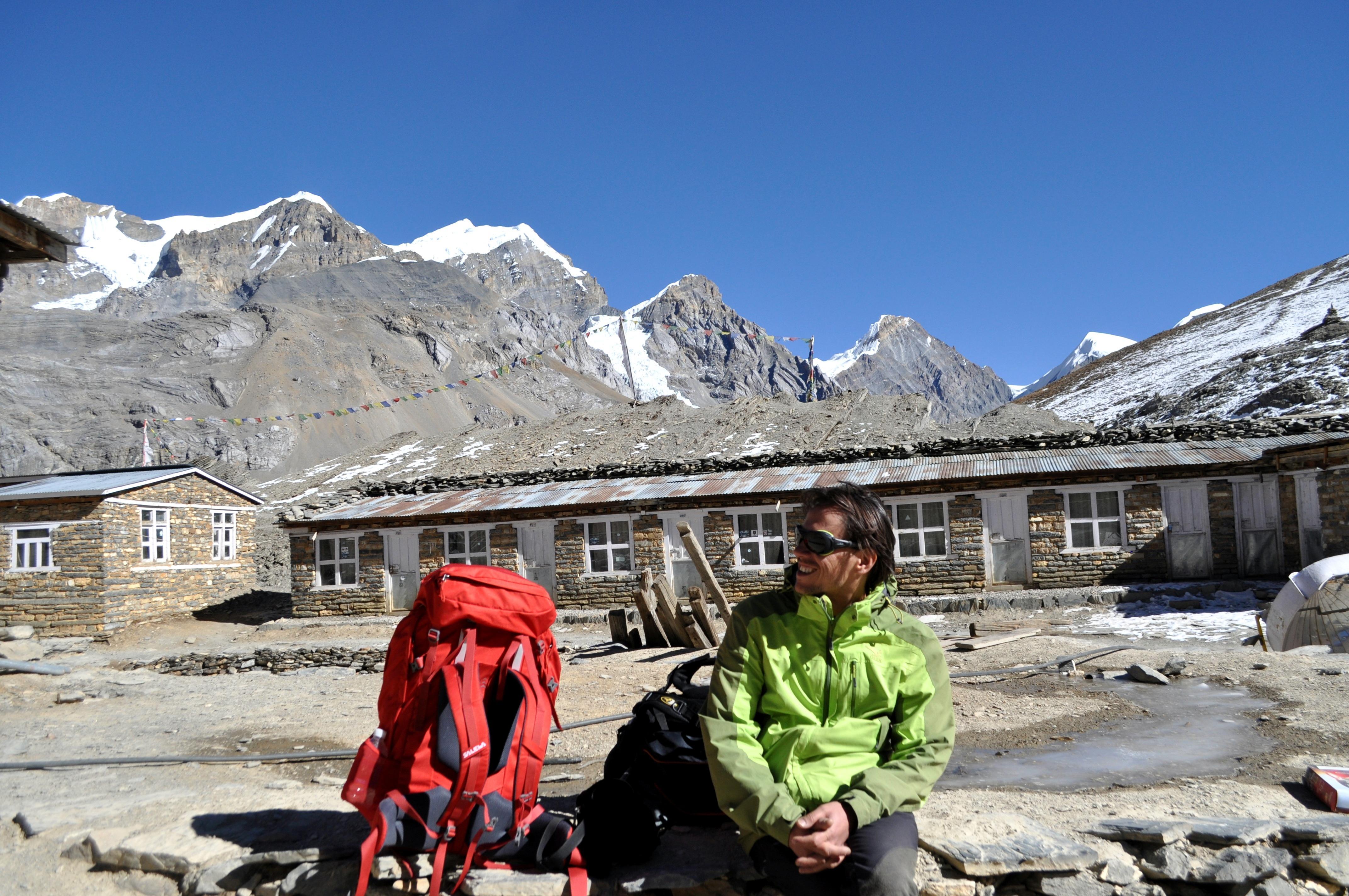 Presso l'High Camp c'è solo uno Hotel, molto grande, che offre ristoro ai trekkers prima dell'ultima fatica fino al Thorong La Pass