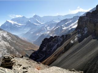 la vista salendo la cimetta senza nome dietro l'High Camp: guardando verso l'Annapurna Range