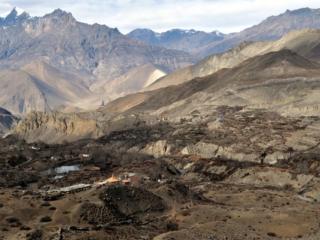 i templi attorno a Muktinath, meta di pellegrinaggio per buddisti e induisti