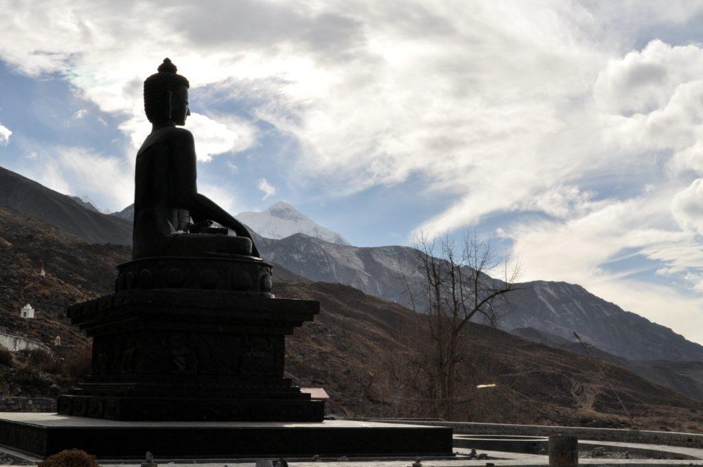 Induismo e Buddismo qui convivono serenamente, condividendo spazi, simboli e preghiere