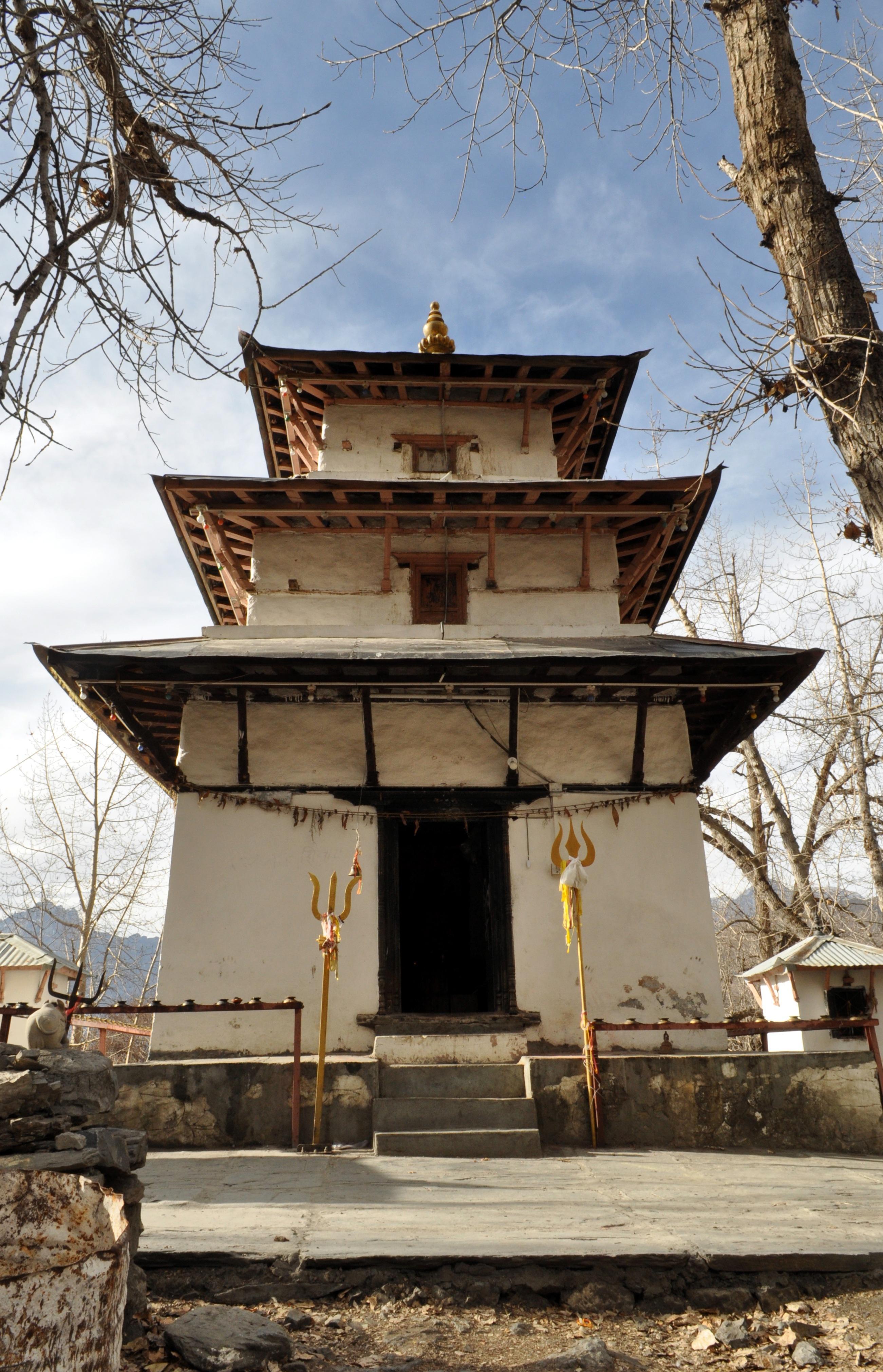 tempietto induista, con il tridente simbolo di Shiva