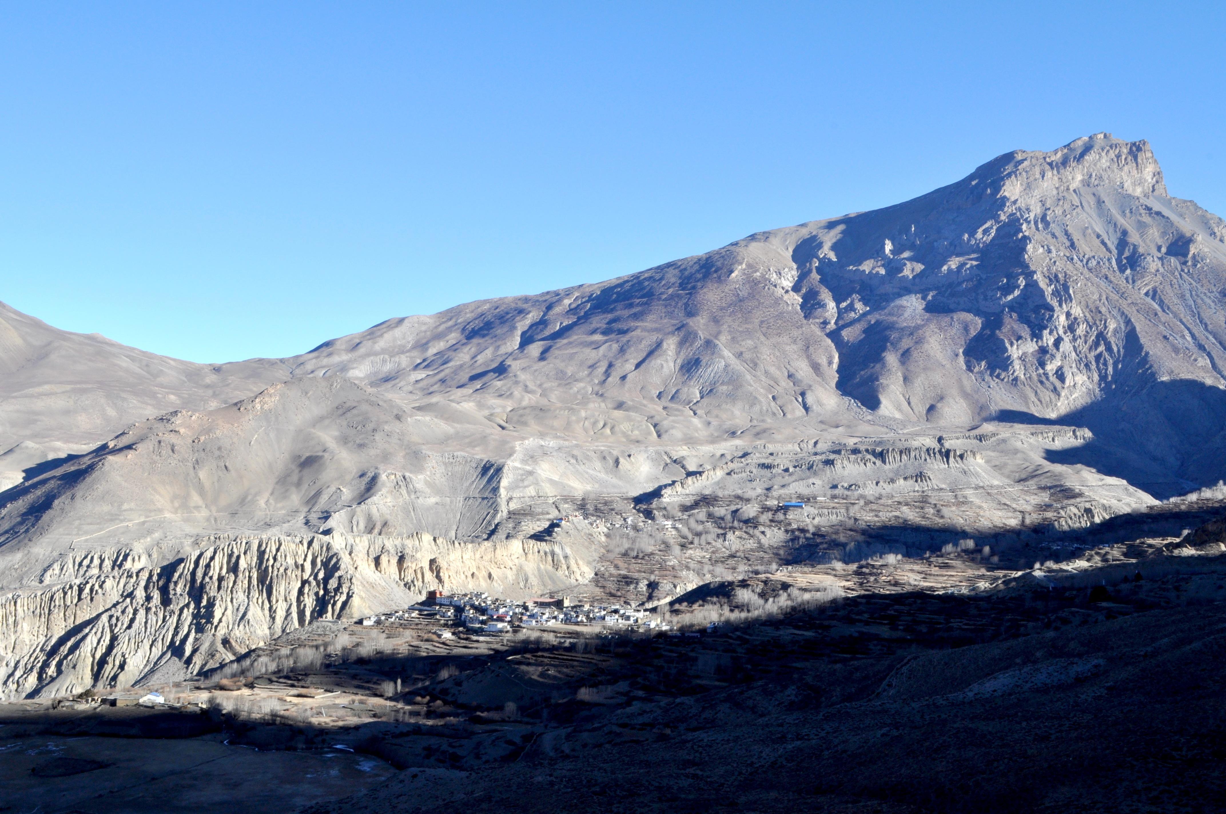 da Muktinath si gode di un meraviglioso paesaggio sul Lower Mustang