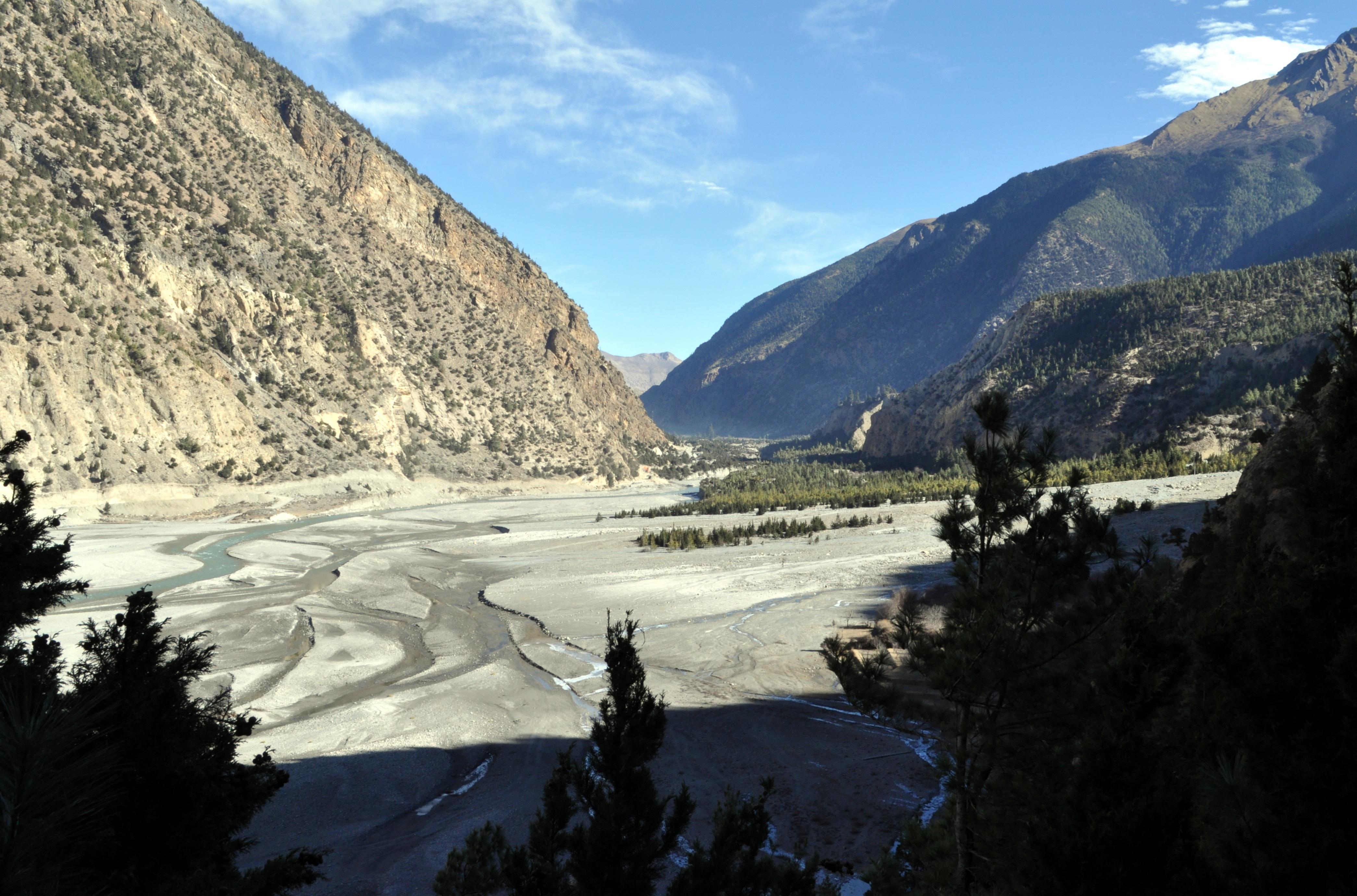 la valle del Kali Gandaki, qui ampia e ...ventosa!