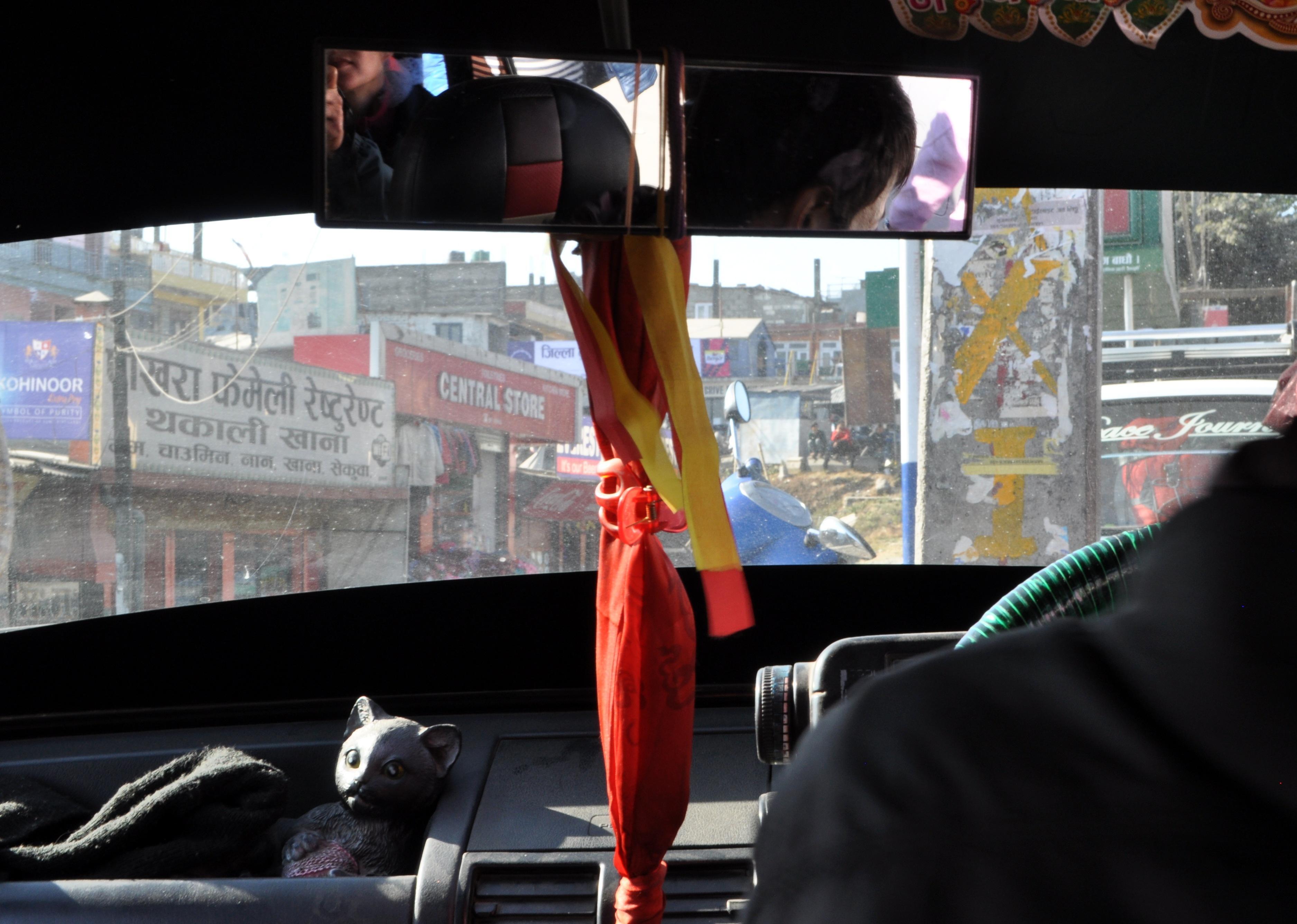 tipico esempio di taxi nepalino!