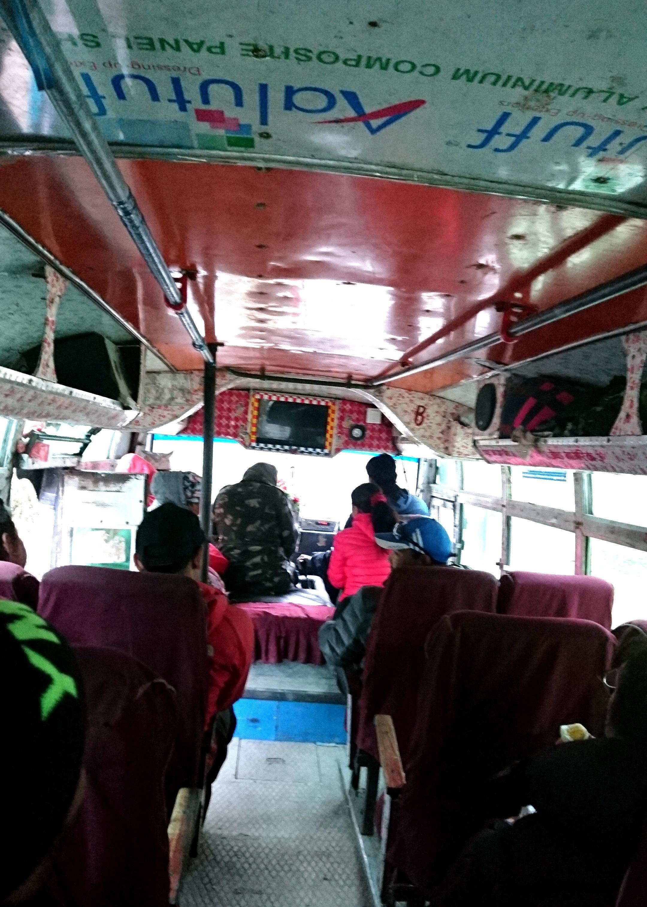il bus più pazzo del mondo!!!! da Tatopani a Beni, poi Pokhara