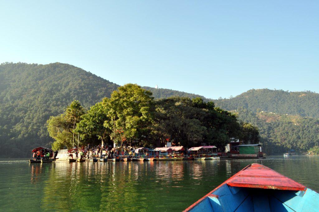 il tempio induista al centro del lago di Pokhara