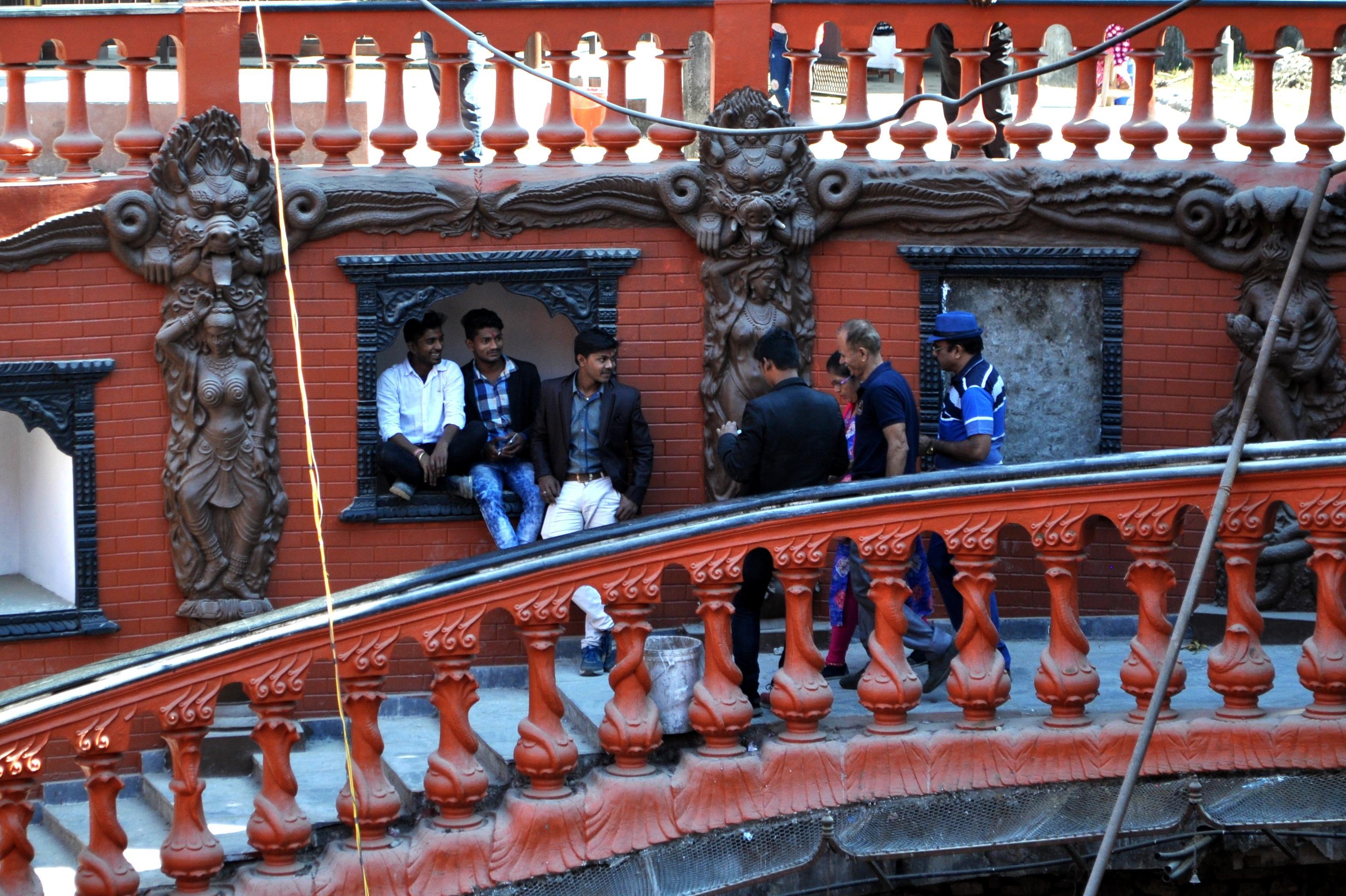 Pokhara, foto ricordo alla Mahendra Cave