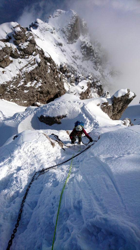 Erica sul tratto pendente in direzione delle ultime roccette prima della vetta