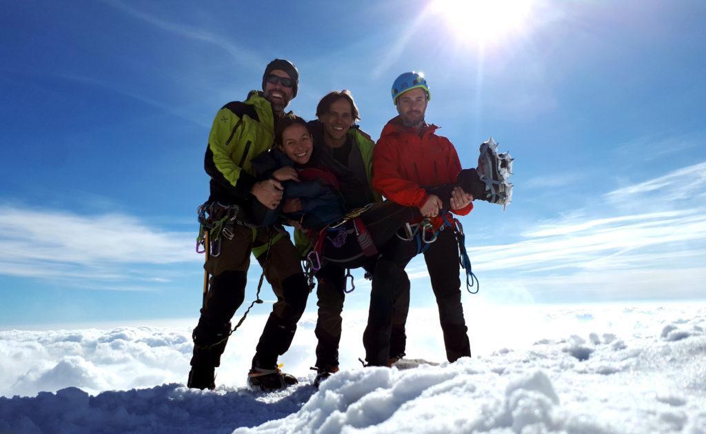 Autoscatto: tutti insieme tra le nuvole! 4 scemi sopra al cielo!! ;)
