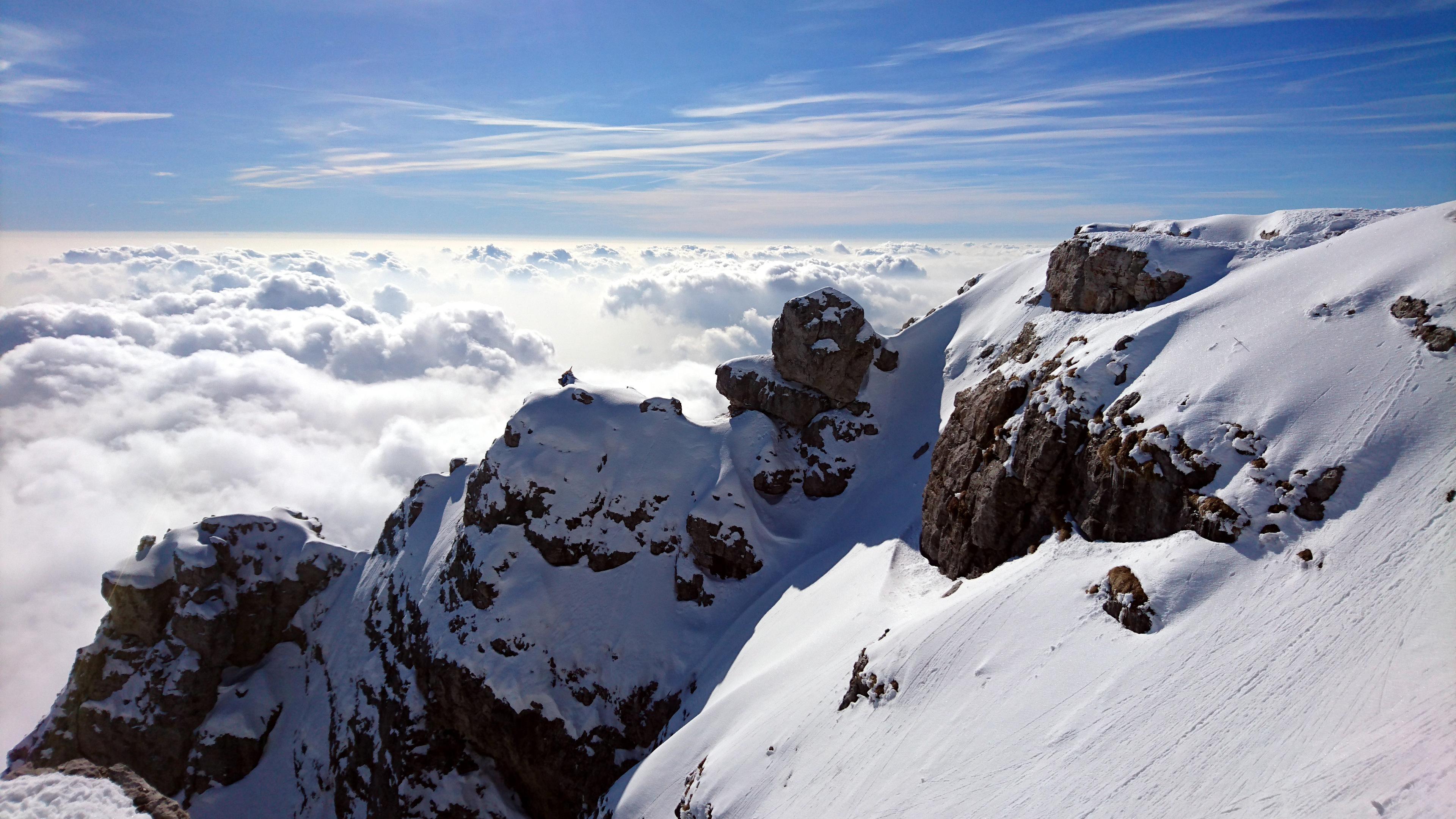 il bel profilo della Grignetta e il letto di nubi che ci attende tra poco
