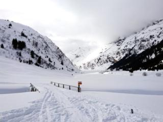Dopo 2 ripellate dell'ultima discesa è giunto il tempo di toglierci gli attrezzi. Bella gita con neve spettacolare!