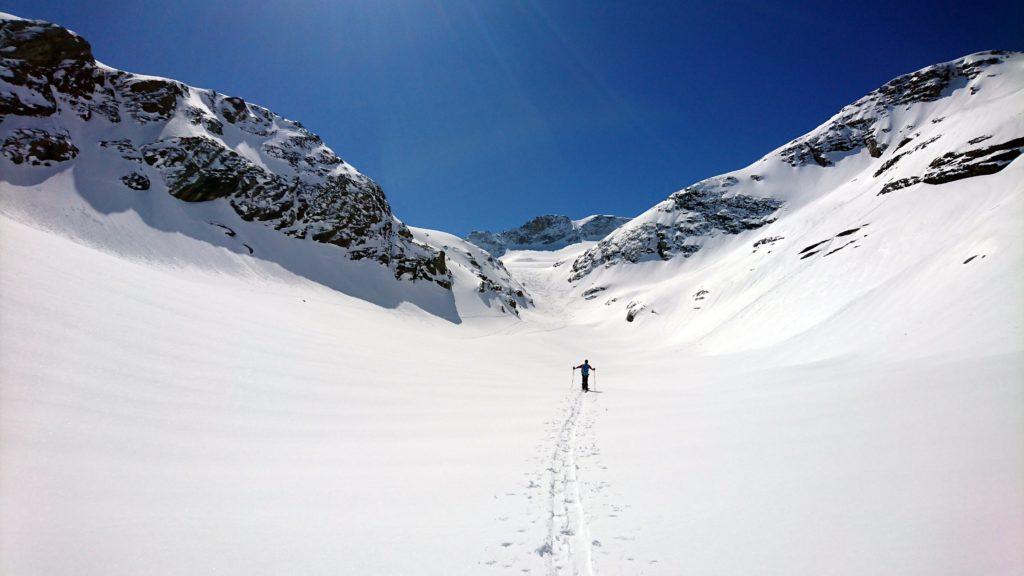 Una delle prime vallette che si risalgono per rimontare il ghiacciaio dello Scalino