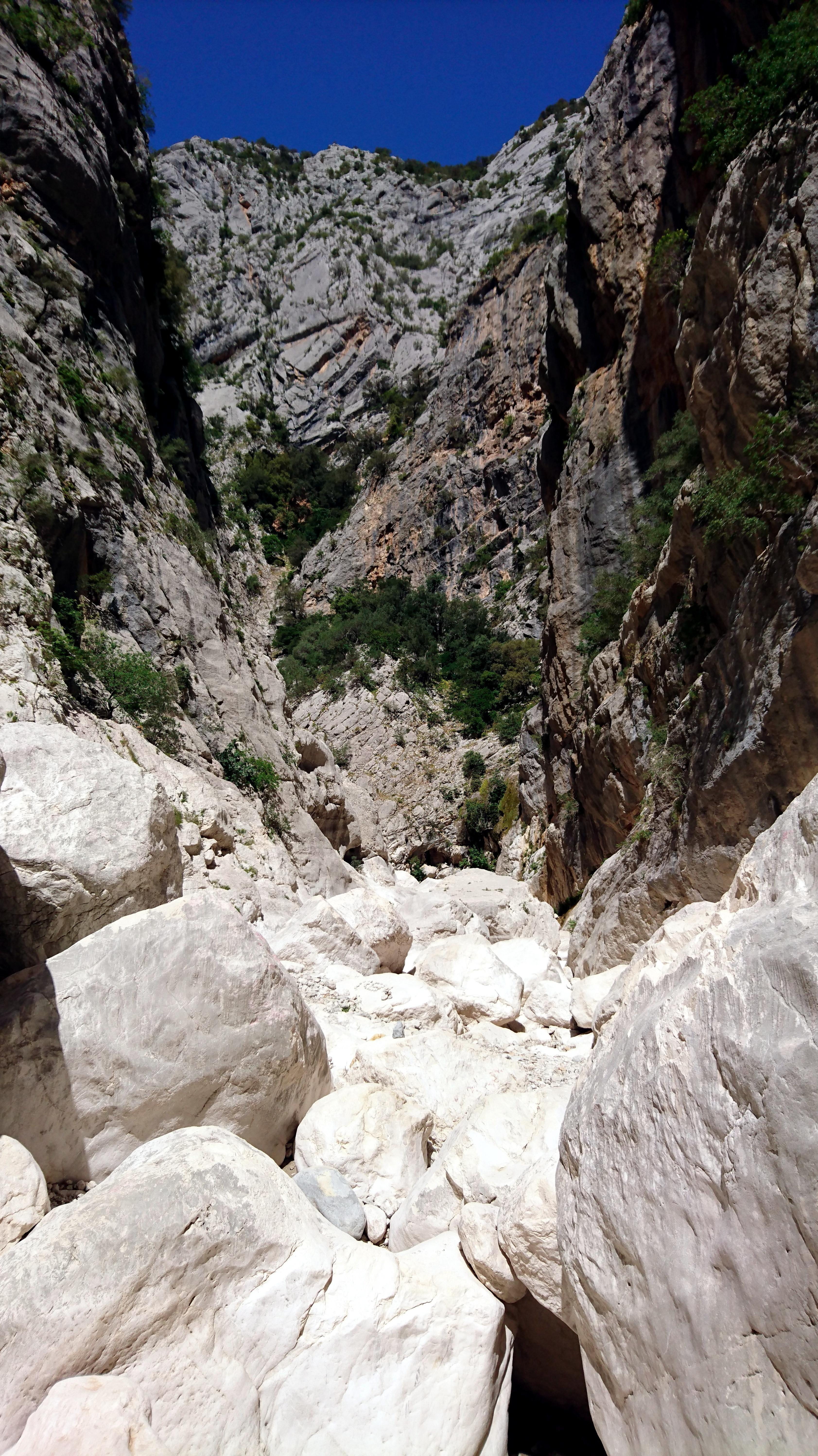 verso la fine il Canyon tende a riaprirsi: noi ci fermeremo qui